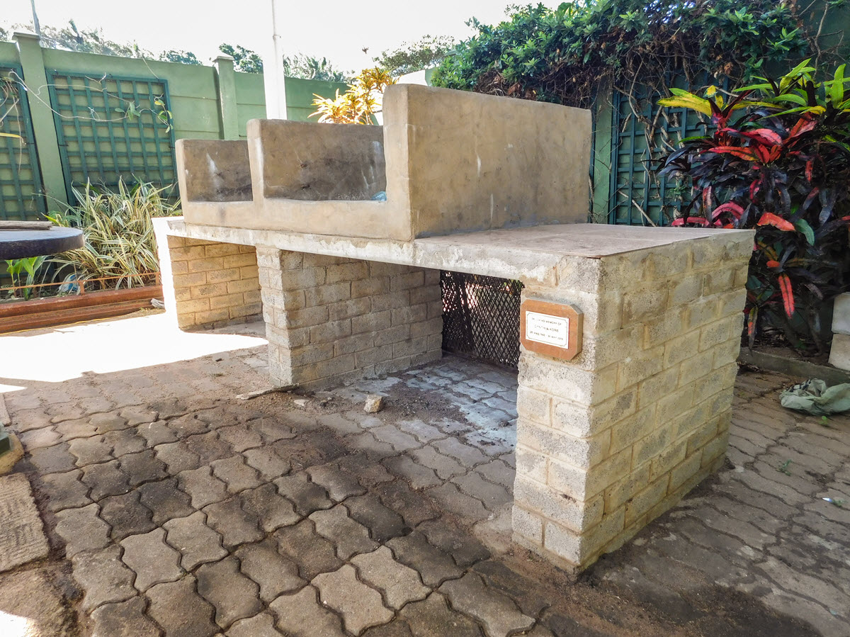 Built-in double braai