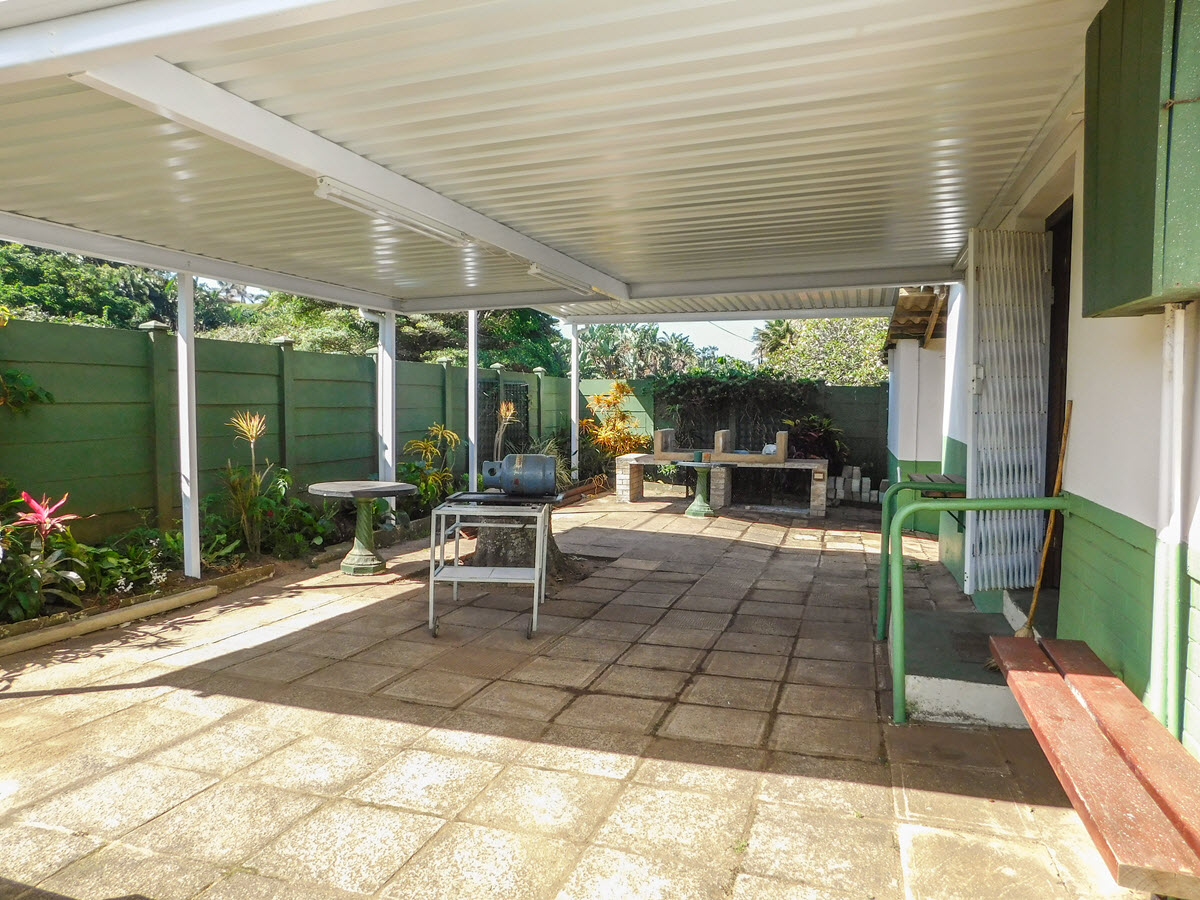 Covered patio and braai facilities